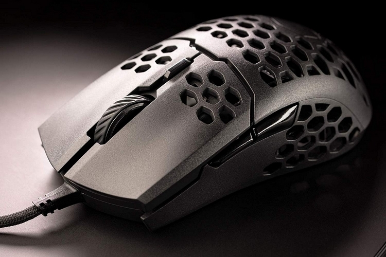 cooler master mm710 ultralight gaming mouse-1 pic2
